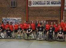 alcalde-de-Nigrán-entrega-trofeos-Amfiv-categorías-superiores-C.B. Nigrán-primeira-xornada-torneo-Basket-Sen-Barreiras