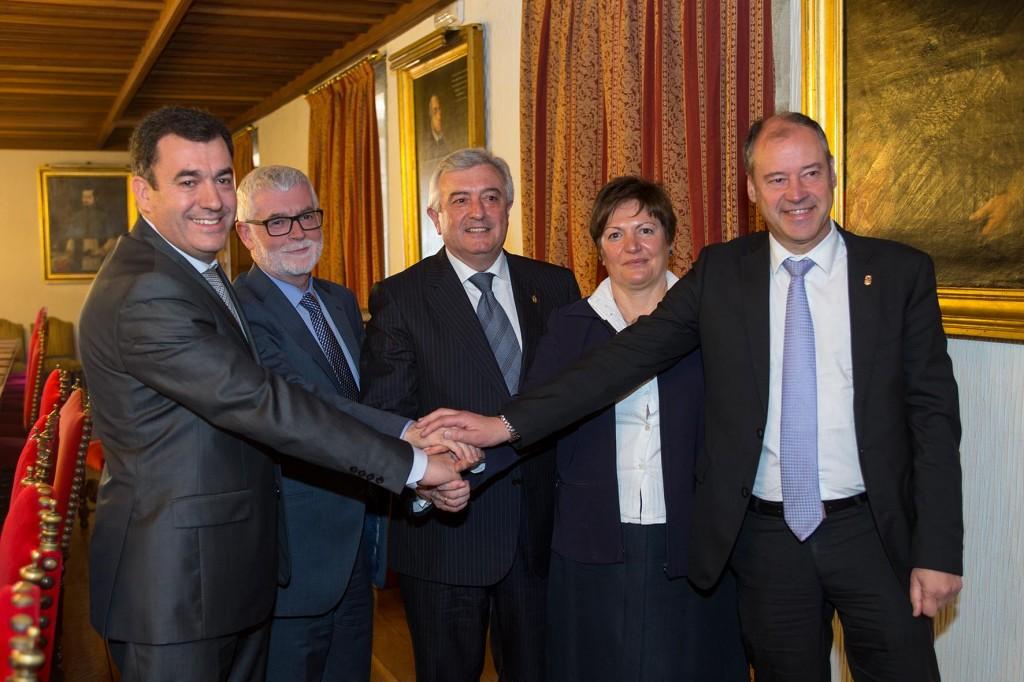 As-tres-universidades-galegas-asinan-acordo-referendo-Xunta-Galicia-para-aproveitar-recursos-talento-dos-grandes-hospitais-Sergas-docencia-clínica-Medicina