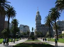 Montevideo-conxuga-forma-harmónica-modernidade-tradición--rambla-costanera-30-quilómetros-atractivos-rechamantes-capital-Uruguai