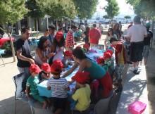 60-Nenos-Escola-Verán-Concello-Baiona-alumnos-Centro-Juan-María-colaboran-nun-taller-manualidades