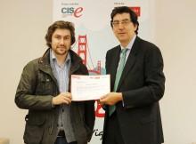 delegado-Xunta-Vigo-entrega-mozo-emprendedor-Pablo-Alberte-seu-diploma-coma-gañador-programa-Yuzz