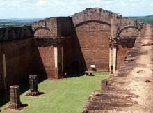 Concluíu-restauración-muro-antigo-cemiterio-Misión-Trindade-Paraguai