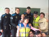 -policia-local-de-santiago-imparte-unha-charla-sobre-seguridade-viaria-en-down-compostela