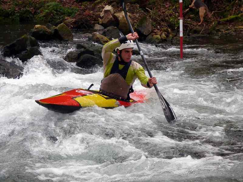 un-centenar-de-deportistas-na-2o-competicion-da-liga-galega-de-slalom-olimpico