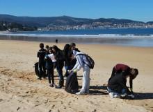 alumnos-do-ies-val-minor-participan-nunha-xornada-de-estudo-e-recollida-de-lixo-marino-en-praia-america-e-panxon