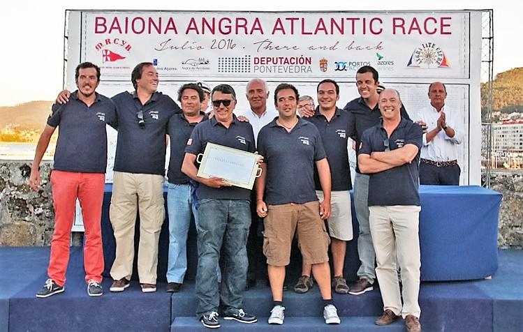 Tripulación del Xekmatt ganadora de la primera edición de la Baiona Angra Atlantic Race - Foto Olalla Quiroga (Copiar)