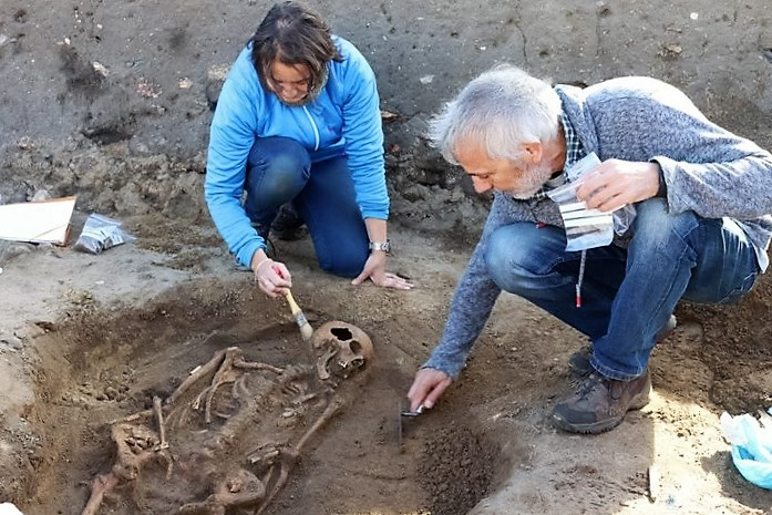 atopan-un-esqueleto-on-xacemento-galaico-romano-da-lanzada