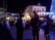 os-grupos-folcloricos-de-tui-saen-a-rua-para-animar-o-nadal