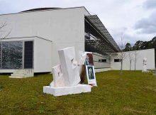 tomino-empraza-as-obras-do-ii-simposium-de-escultura-no-xardin-do-centro-de-saude