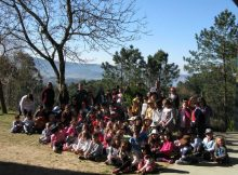 nigran-celebra-o-dia-internacional-da-lingua-materna-plantando-unha-arbora-no-ceip-da-cruz