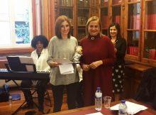 carmela-silva-entrega-o-primeiro-premio-do-concurso-de-microrrelatos-de-mulleres-progresistas