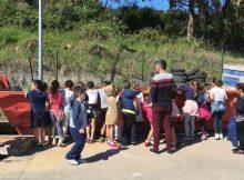 alumnos-do-colexio-covaterrena-pechan-a-campana-de-concienciacion-medioambiental-en-baiona