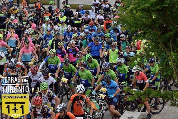 Máis de 700 deportistas, de todas as idades, encheron de color as rúas de Tomiño esta fin de semana