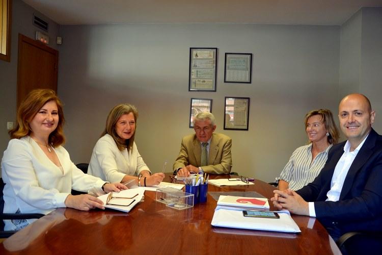 Foto: Rosa Eguizábal (directora de Promoción Económica del Consorcio), Teresa Pedrosa, notario José María Rueda, Patricia Alonso Suárez y Eladio Pérez, consejeros de Ecoforest