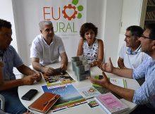 subdirector-agader-visita-oficina-da-asociacion-desenvolvemento-rural-tomino