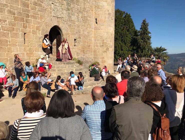mais-150-persoas-gozaron-da-ruta-turistica-pola-senda-botanica-do-castelo-sobroso