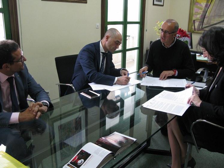 abanca-e-afundacion-asinan-un-convenio-de-colaboracion-cultural-co-concello-de-nigran