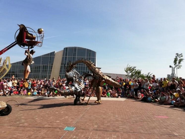 'Cidade Imaxinaria Verán' converte o Gaiás nun mundo de fantasía con dragóns xigantes e espectáculos acrobáticos