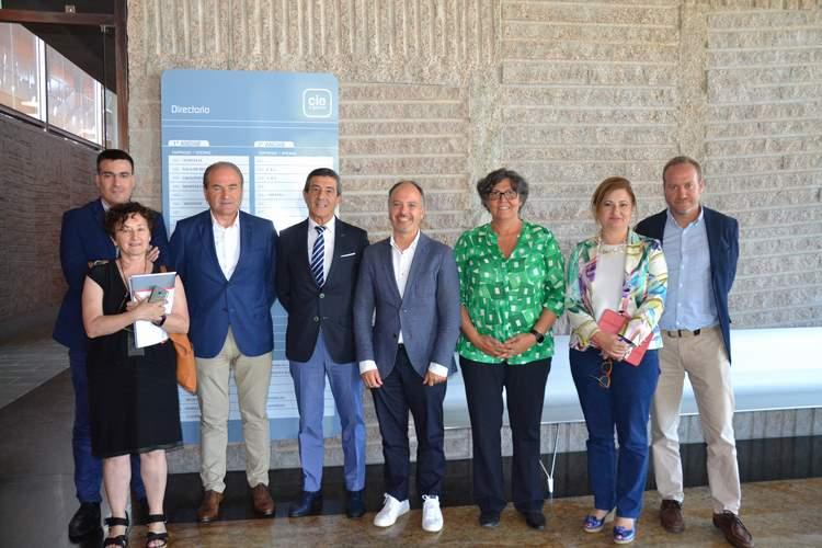 Máis chan industrial, unha gardería e un novo impulso á Cidade do Transporte, puntos principais da reunión entre o Delegado de Zona Franca e a Alcaldesa de Porriño