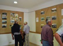 A Oficina de Turismo de Oia acolle ata final de mes a mostra de fotografías antigas Memorias da telleira, unha selección de imaxes dos anos 50 e 60 do século XX que ilustran como era o traballo dos cabaqueiros.