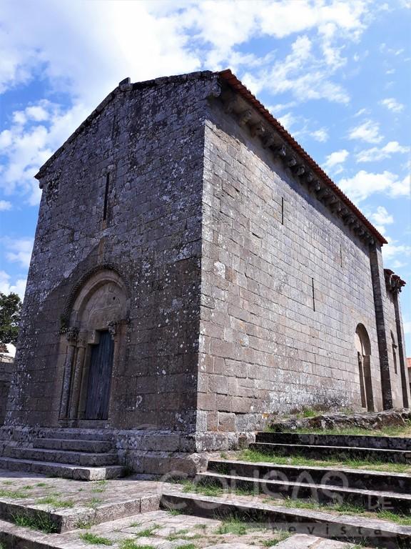 Antigo convento e a Igrexa de Sanfins de Fiestras