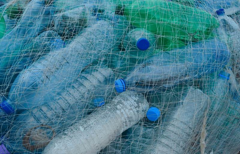 Reducir os plásticos dun só uso. Que plantexa a directiva da UE?