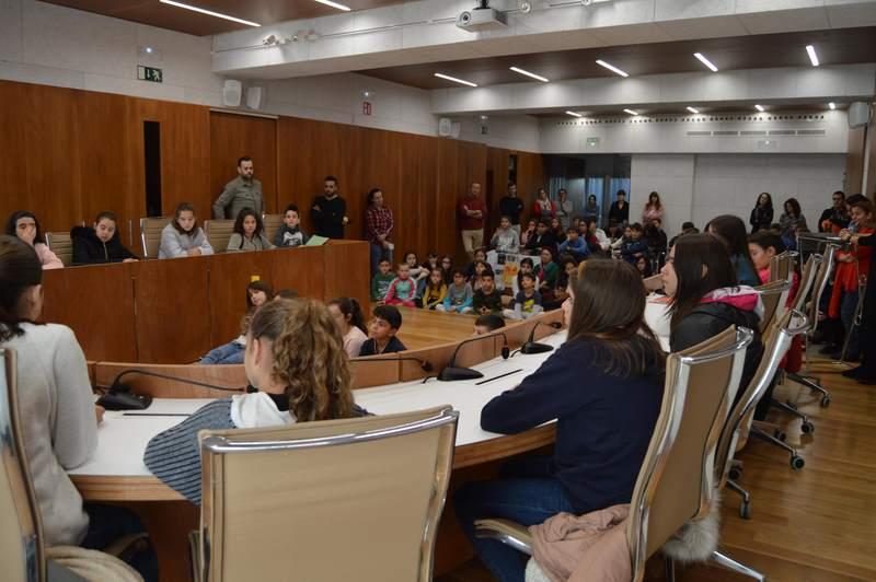 """Tomiño celebra o """"Día Universal do Neno"""" cun pleno infantil e alumnado de todos os coles e instituto"""