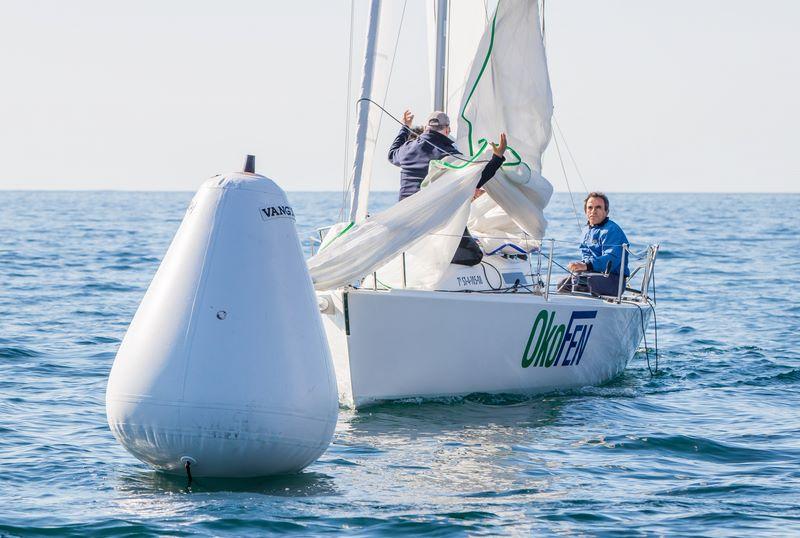O Okofen, veleiro patroneado por Javier da Gándara, proclámase vencedor da liga de Inverno de J80