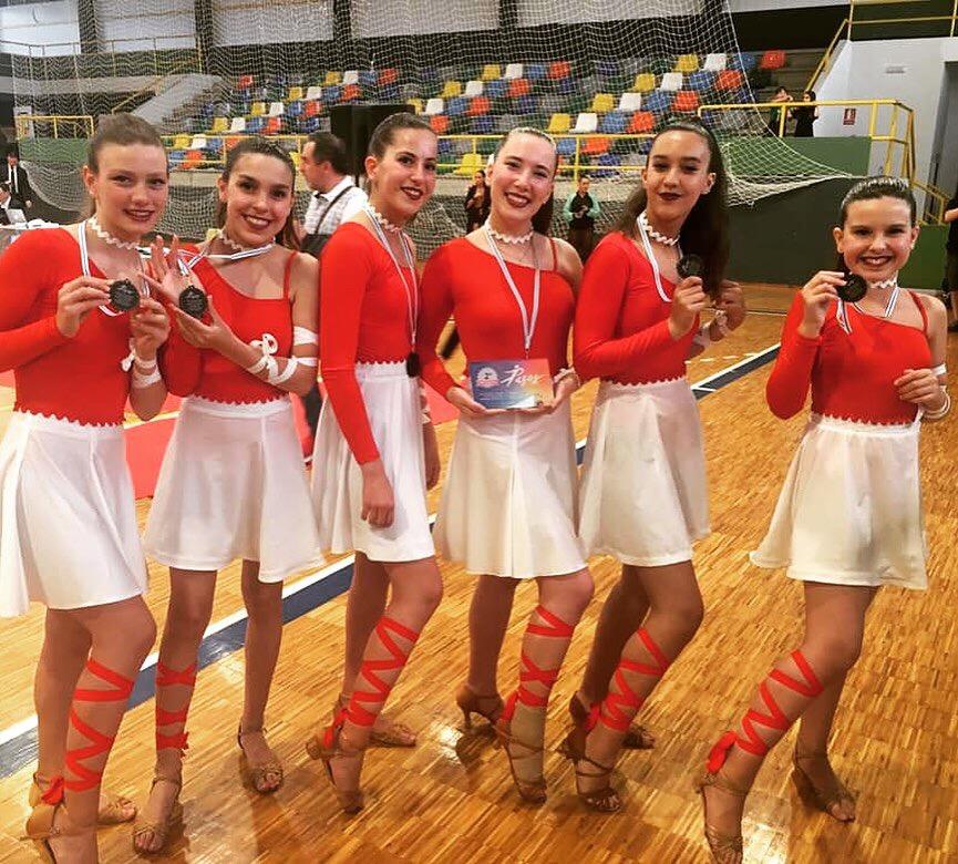 As Meninas do club Baila-Mos subcampioas galegas de Danza Coreográfica