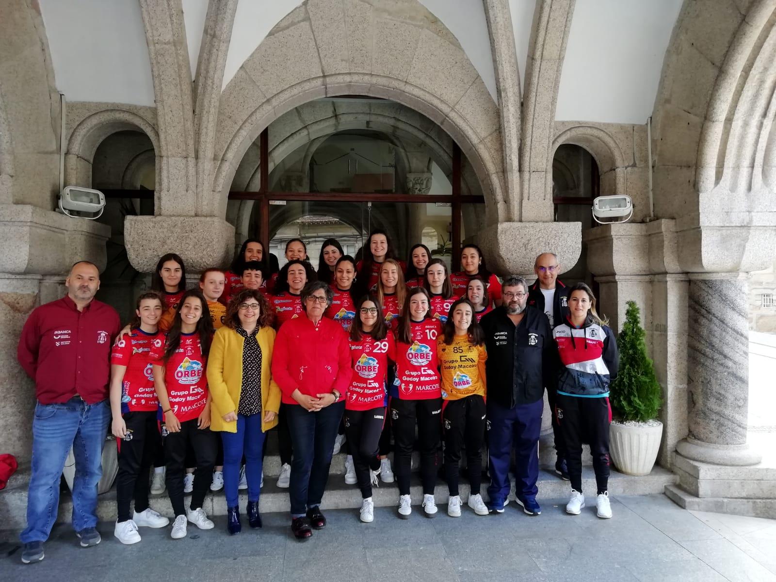 Recepción no Concello ó filial do Balonmán Porriño polo seu ascenso á División Prata Feminina
