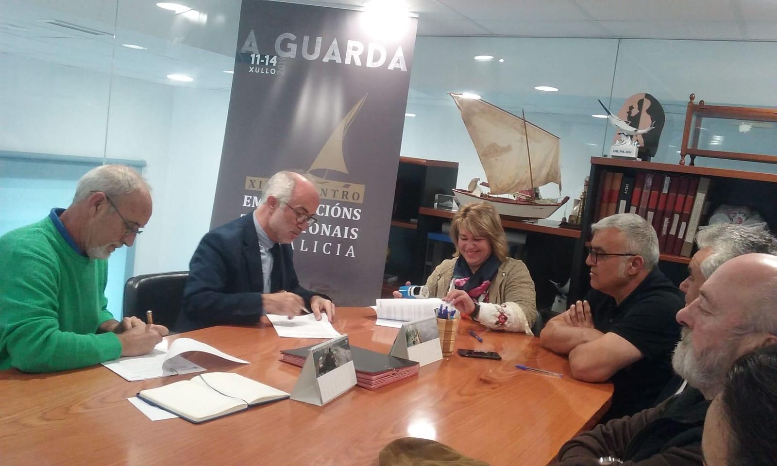 Portos de Galicia, a Confraría da Guarda e Culturmar asinan un convenio para colaborar no encontro de embarcacións tradicionais
