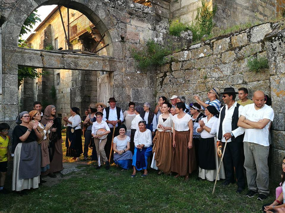 Veciñas e veciños de Oia protagonizan unha visita dramatizada ao Arrabal
