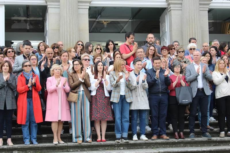 Dos pancartas no Palacio Provincial da Deputación de Pontevedra lembran ás mil mulleres asasinadas polas violencias machistas