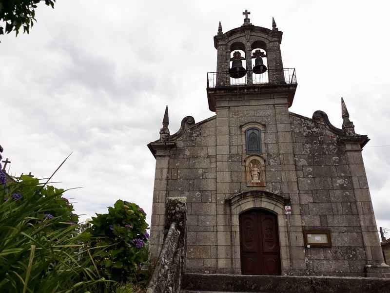 Os alumnos e alumnas do curso de turismo crean unha ruta de sendeirismo pola parroquia de Ribadelouro