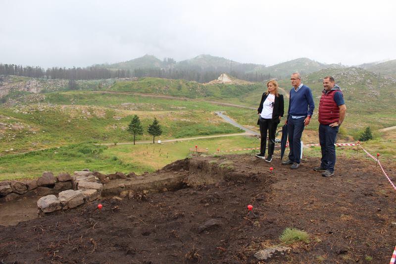 Carmela Silva visita en Nigrán os traballos arqueolóxicos en Chandebrito