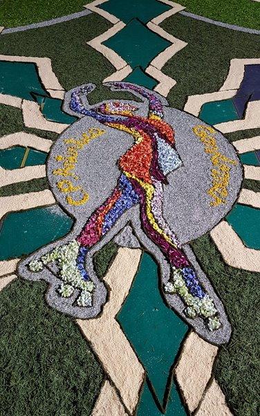 O Club Patinaxe Artística Gondomar termina a súa alfombra floral baixo a choiva