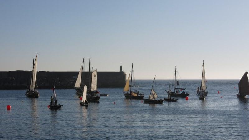 A singradura do XIV Encontro de Embarcacións Tradicionais na Guarda iniciouse co izado de velas