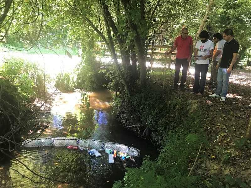 Instalan no río Muiños de Nigrán a primeira biobarda experimental contra a contaminación de toda Europa