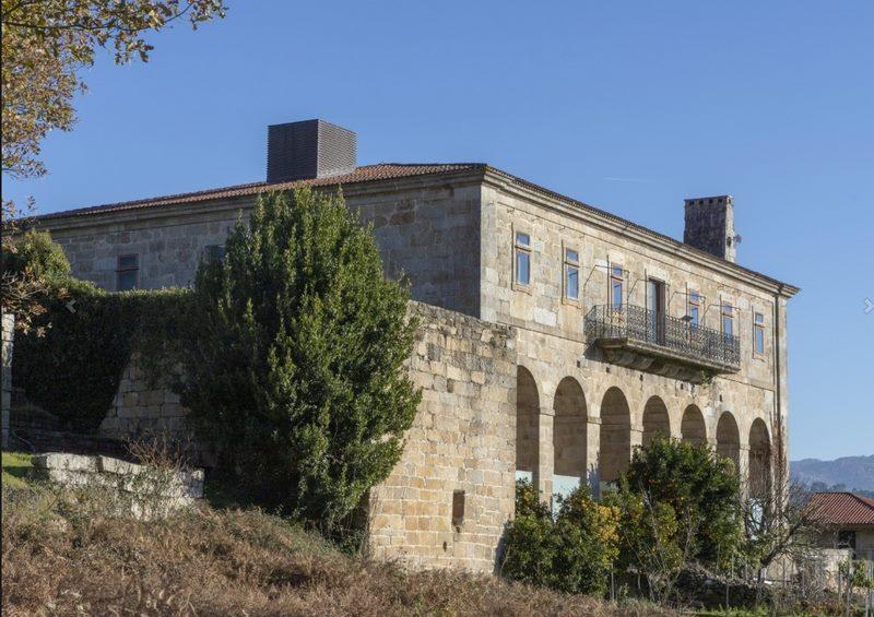 Unha antiga Casa Rectoral, sede do Museo do Viño de Galicia