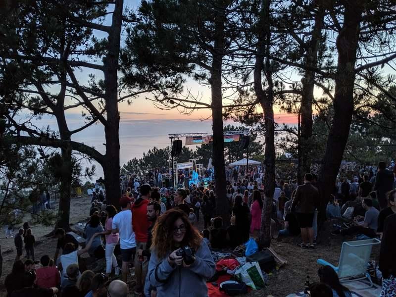 O Festival 'Solpor Monteferro' consolídase cunha asistencia record de preto de 5.000 persoas