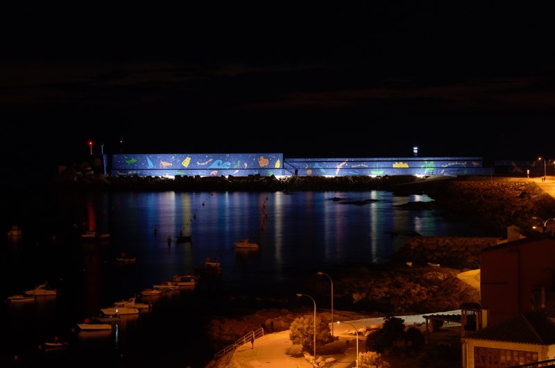 A Guarda ilumina o mural do espigón do Porto da Guarda