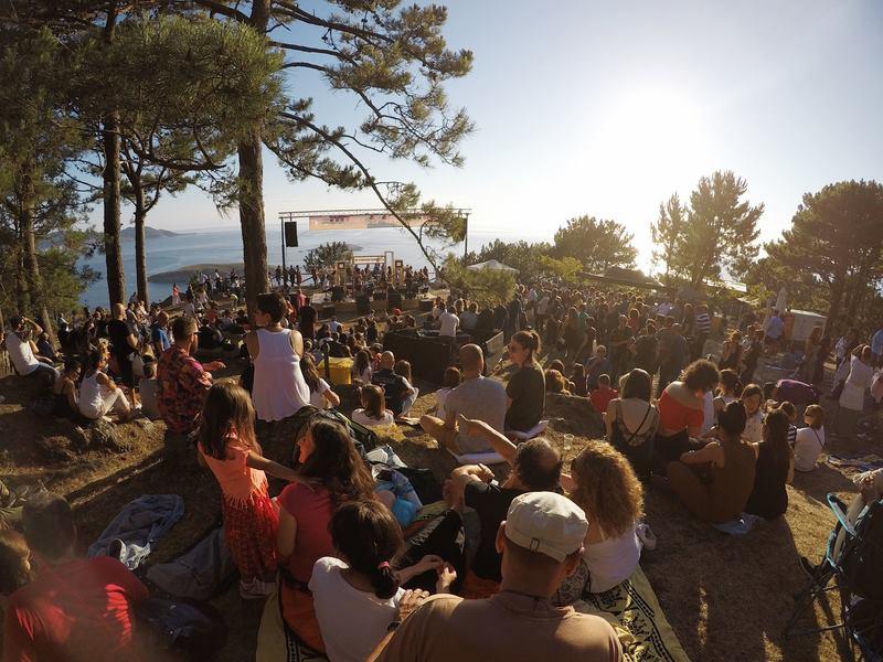 Preto de 2.000 persoas asisten á primeira xornada do festival 'Solpor Monteferro' de Nigrán