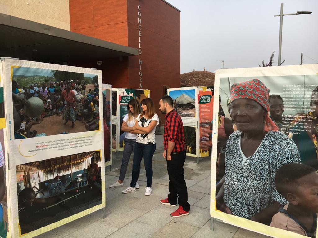 """Inaugurada en Nigrán a exposición """"Dereitos Humanos en Mozambique"""" do fotógrafo nigranés Adrián Irago"""