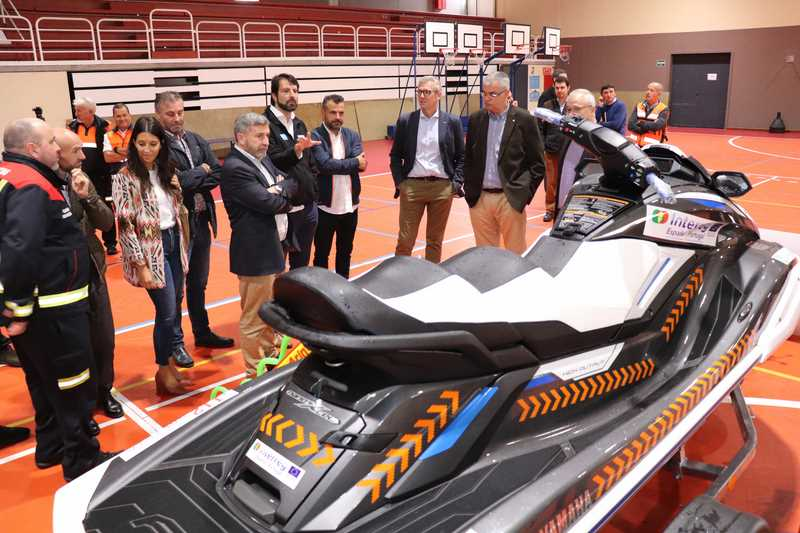 A Xunta entrega una moto acuática para atender emerxencias en zonas de costa da Guarda