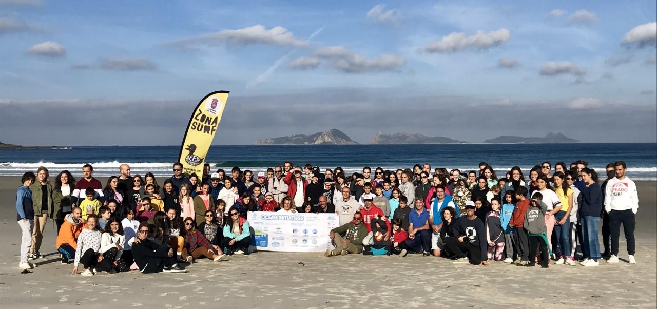 Máis de cen persoas participaron na praia de Patos (Nigrán) na xornada de limpeza simultánea de praias