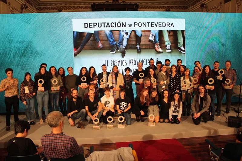 A mocidade encheu o Salón de Plenos da Deputación de Pontevedra na entrega dos Premios Provinciais a Xuventude