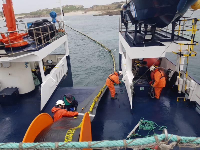 Galicia pon a proba os medios de loita contra a contaminación mariña cun simulacro no Parque Nacional das Illas Atlánticas