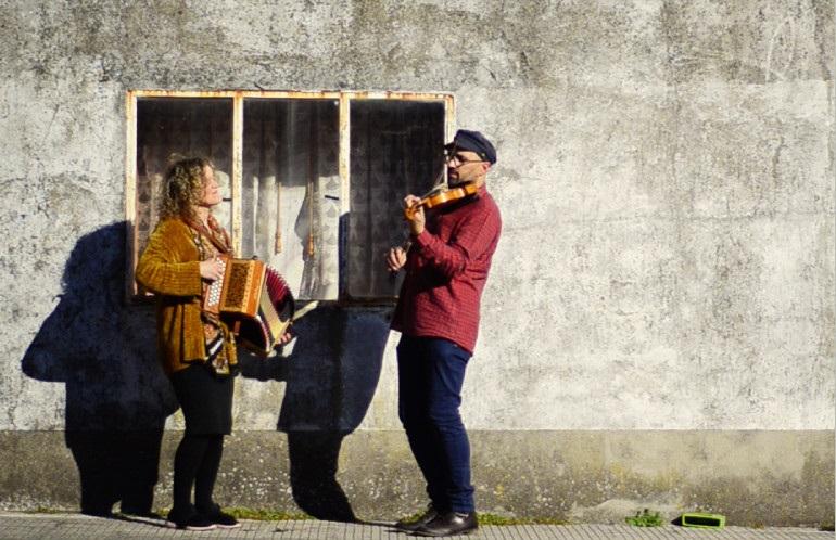 O dúo Oradaladou encherá Vilaboa de música este venres para homenaxear a Antón Fraguas