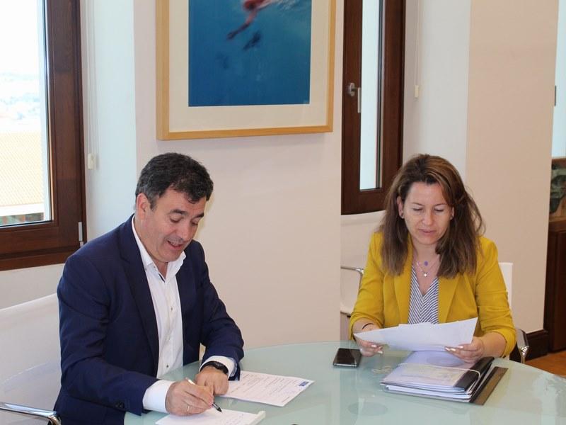 Asinan convenio para promocionar Salvaterra a nivel turístico coa instalación de pantallas publicitarias e monitores informativos