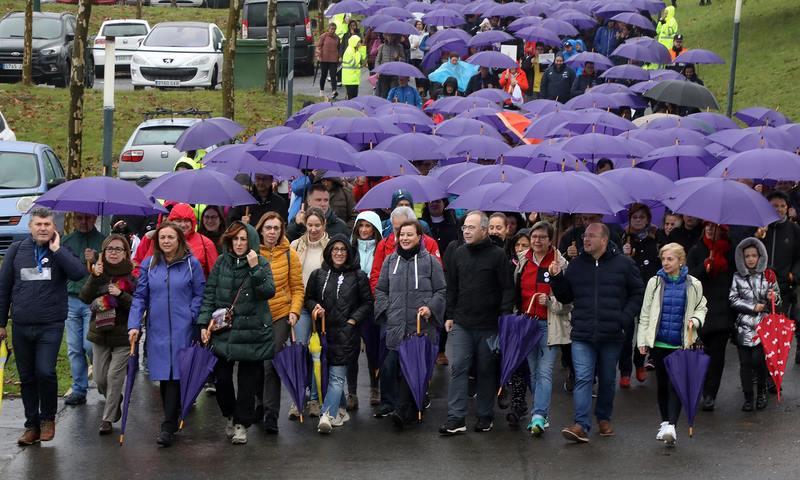 Preto dun milleiro de persoas participan na andaina 'Camiño ao respecto' organizada pola Xunta para rexeitar a violencia de xénero